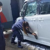 手洗い洗車訓練中!